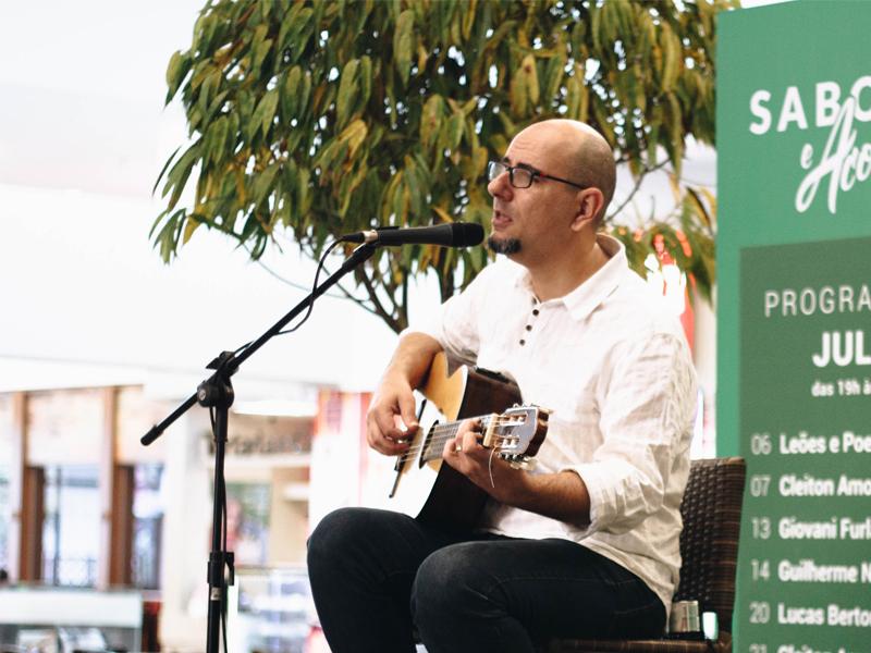 Música ao vivo na Praça de Alimentação